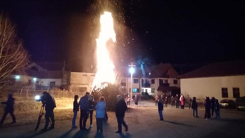 Read more about the article ВЕРОВАЊА у Звижду и Хомољу: Ватра и коло за душе умрлих